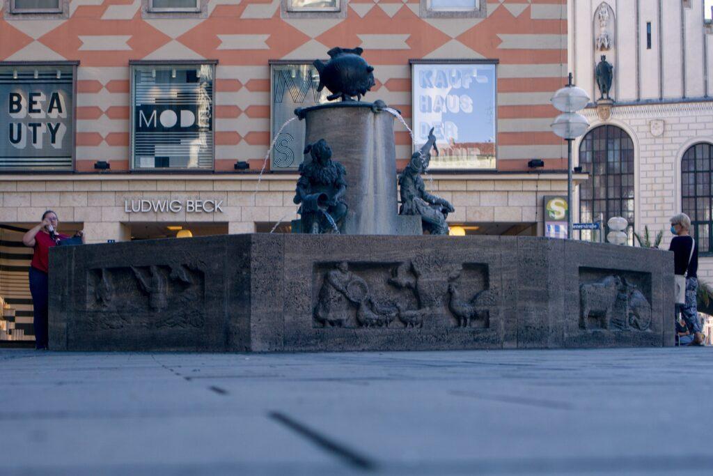 Der Fischbrunnen am Marienplatz in München