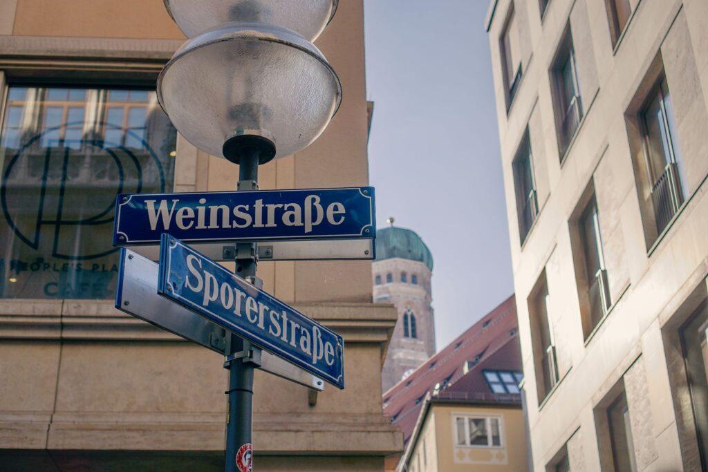 Straßenschilder Weinstraße und Sporerstraße