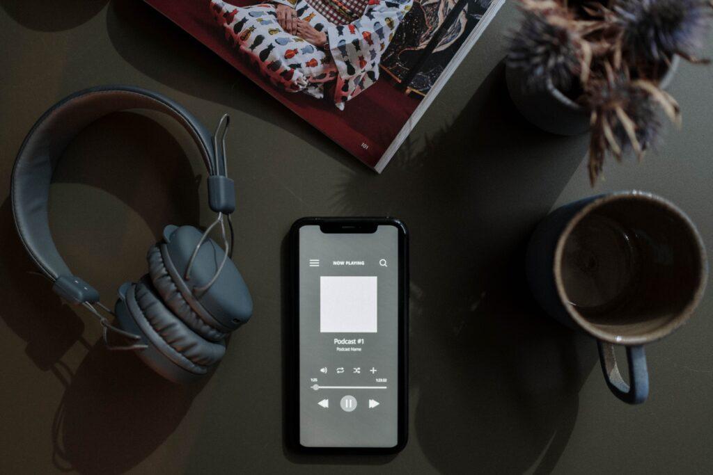 Kopfhörer und Podcast